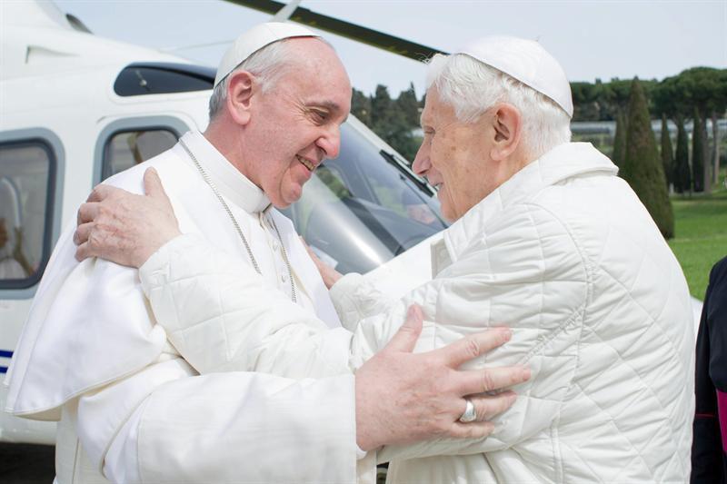 Benedicto XVI defiende el celibato en un libro — La grieta papal