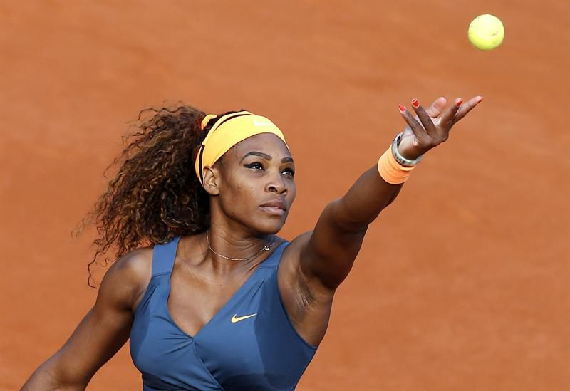 Serena Williams canta en toples para concienciar sobre el cáncer de mama