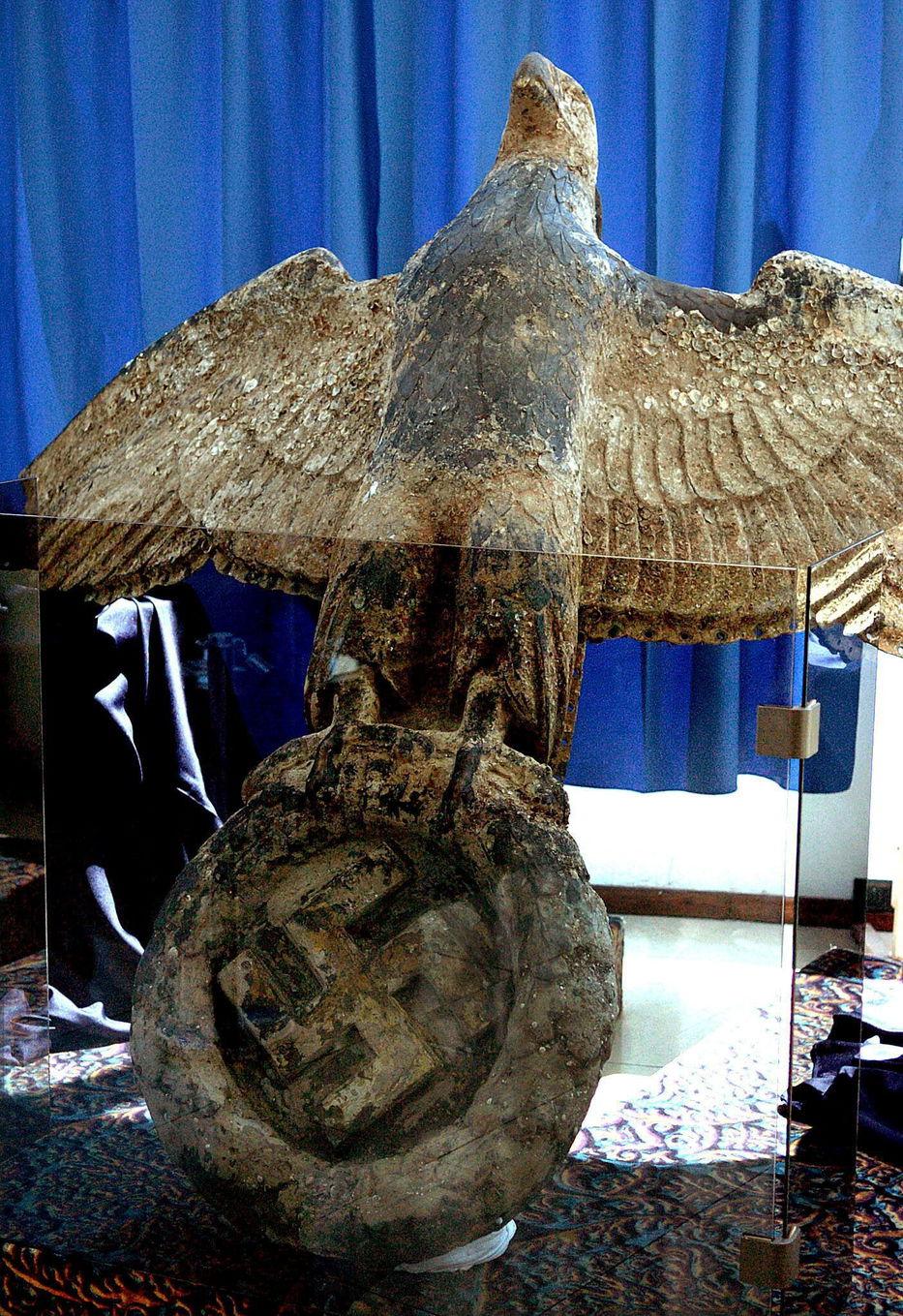Por la plata vuela el águila