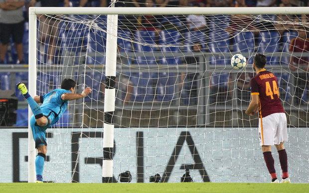 El último gol de Suárez como visitante por la Champions; el 16/9/2015. Foto: EFE