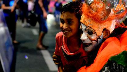 BIEN DE AL LADO: Desfile inaugural