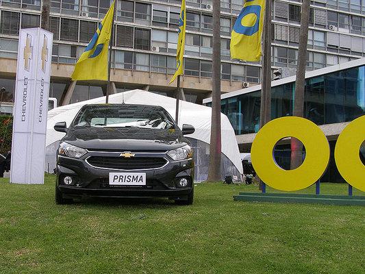 Lleg A Uruguay La Lnea 2017 De Chevrolet Onix Y Prisma Airbag
