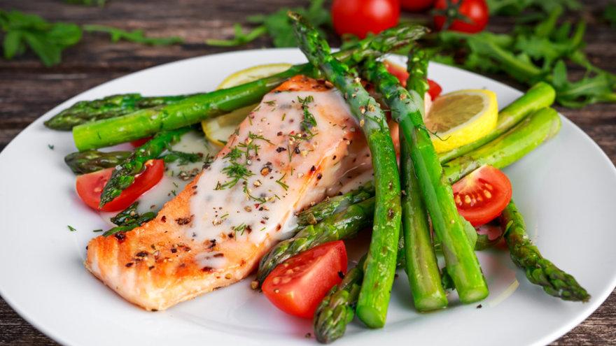 Resultado de imagen para salmon a la parrilla con vegetales