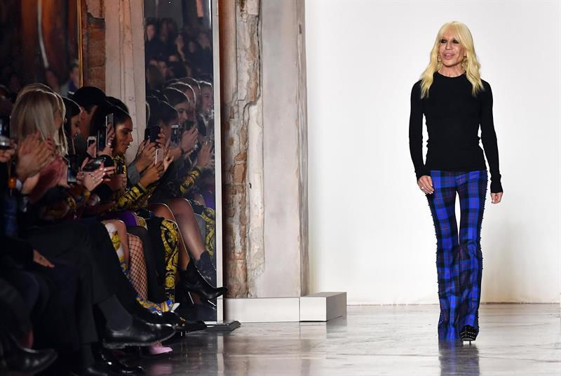 Michael Kors compra Versace por 1.830 millones de euros c1329f5388
