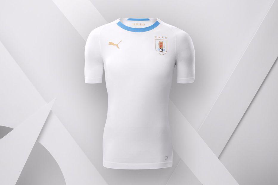 98b1841328ceb La selección uruguaya presentó su camiseta de alternativa  completamente  blanca