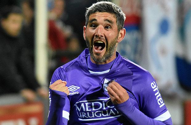 Alvaro Navarro, la apuesta al gol del Polilla Da Silva. Foto: Tenfield SA.