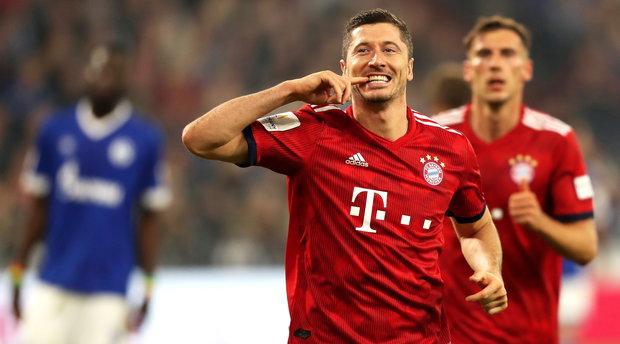 Robert Lewandowski festeja su gol de penal. Foto: EFE l FRIEDEMANN VOGEL