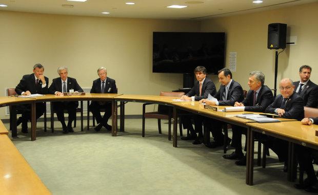 Rodolfo Nin Novoa, Tabaré Vázquez y Danilo Astori presidiendo sesión de mandatarios del Mercosur en Nueva York. Foto: Presidencia