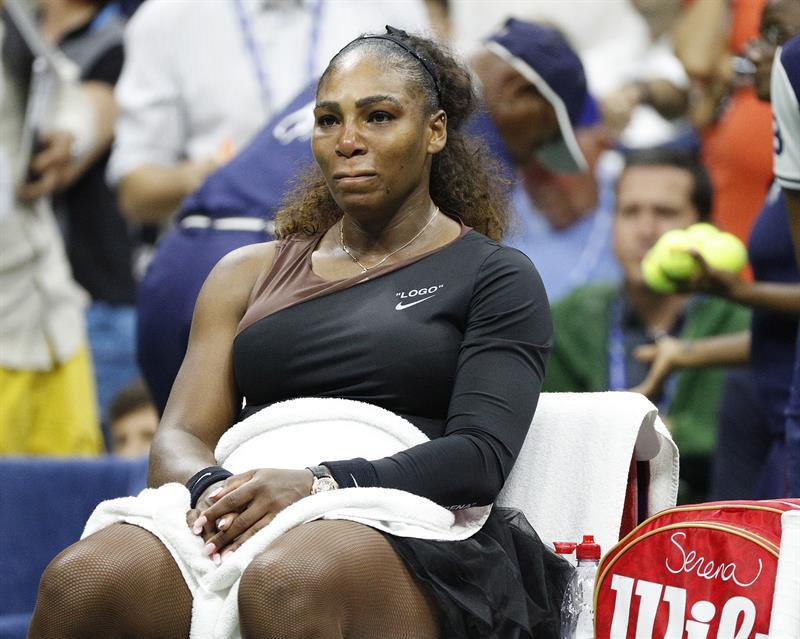 Multaron a Serena Williams con 17.000 dólares por su comportamiento en final