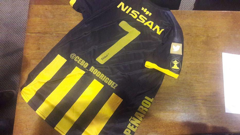 La camiseta de Peñarol Edición Aniversario se agotó en 40 minutos en ... 533a0404fb1db
