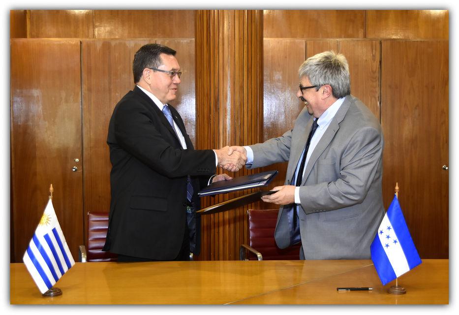 Uruguay y honduras subrayaron las relaciones bilaterales entre ambos pa ses for Relaciones exteriores honduras