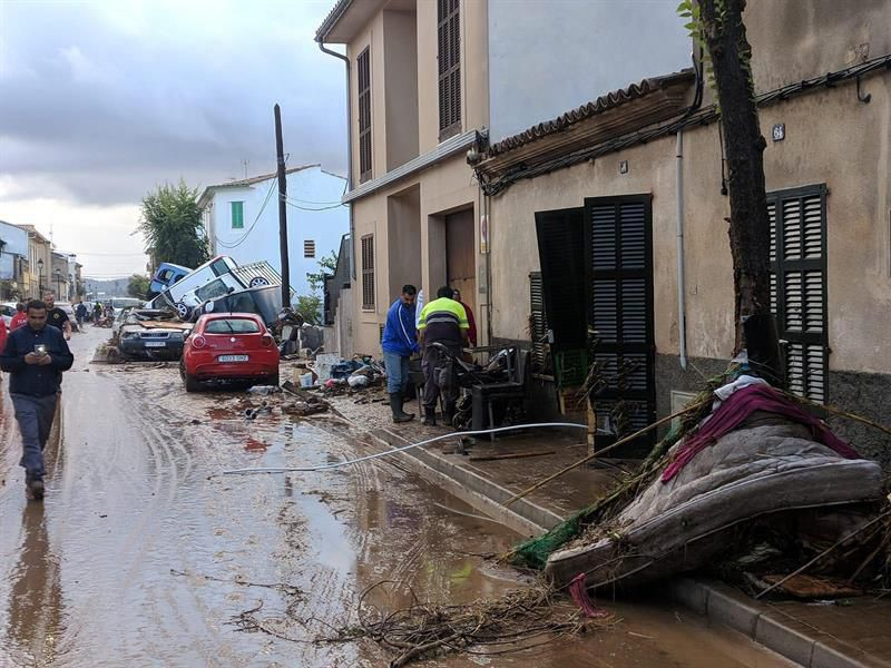 Mundo: Nadal se puso a ayudar a inundados en España