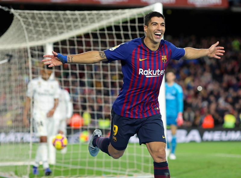d18a0860ca6e0 Barcelona revivió los 32 goles de Luis Suárez en el año  22 definiendo de  primera