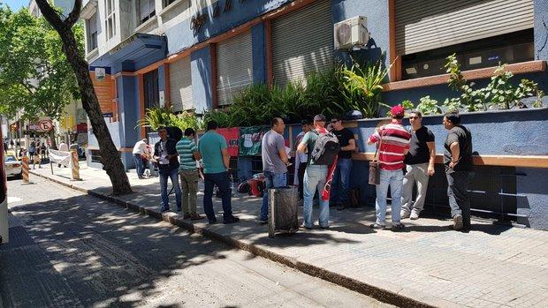 Bomberos frente a la sede del Ministerio del Interior. Foto: Montevideo Portal