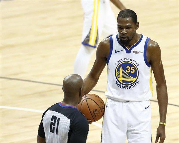 Kevin Durant fue multado por insultar a un hincha. Foto: EFE - Larry W. Smith
