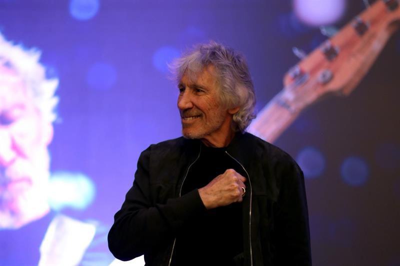Roger Waters pide