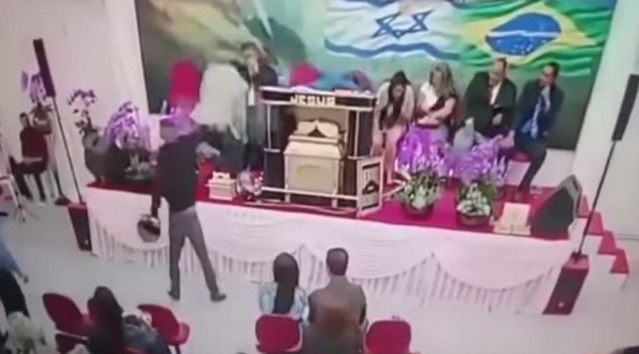 Brasil: Pistolero balea a pastor en iglesia evangélica