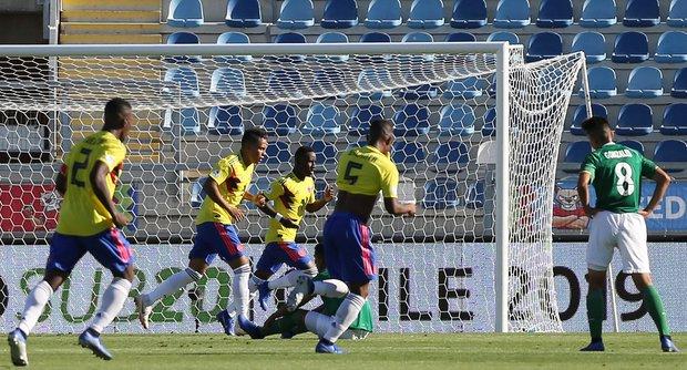 Colombia festeja el gol del triunfo. Foto: EFE l Elvis González