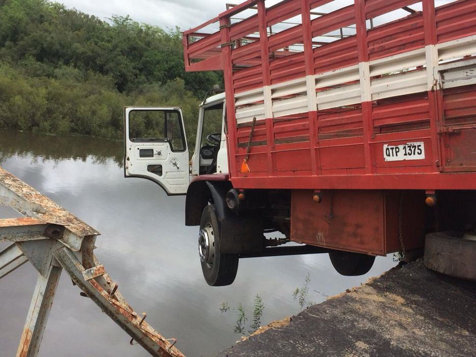 Mucha agua bajo el puente
