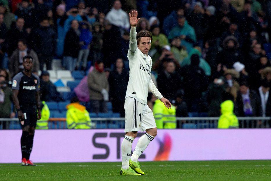 España  Real Madrid venció 2-0 al Sevilla en el Bernabéu y se colocó tercero  en la Liga 34a5d17130941