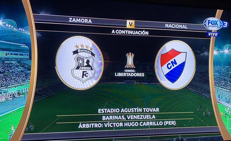 Hinchas albos molestos porque presentaron al equipo con escudo de Nacional de Paraguay