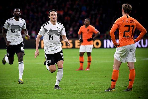 Schulz celebra su gol que selló el 3-2. Foto: EFE / Sascha Steinbach