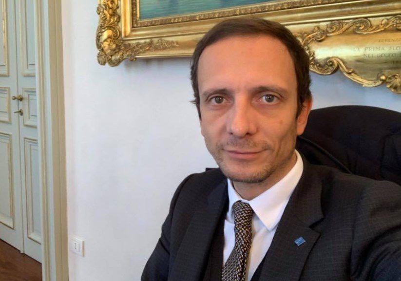 Un político progre antivacunas, hospitalizado de urgencia por varicela