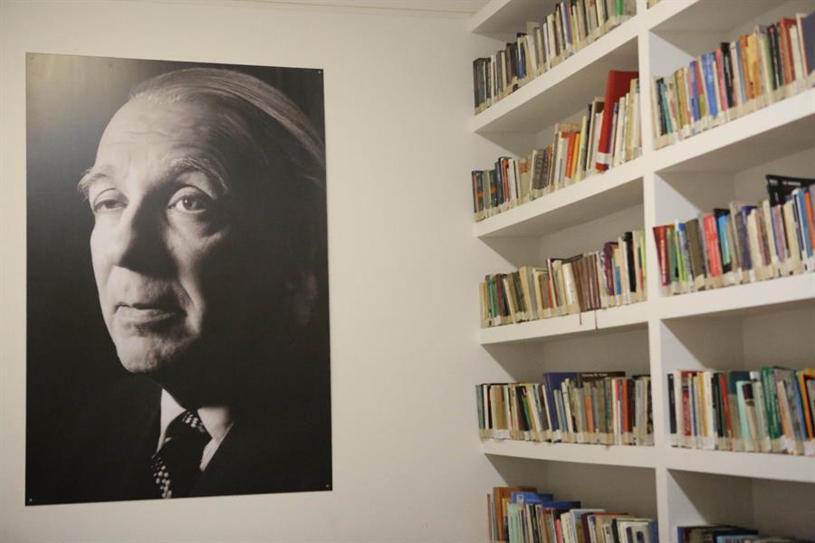 López Obrador recuerda a Borges en el 120 aniversario de su natalicio