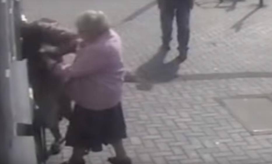 VIRAL: Anciana frustra intento de robo