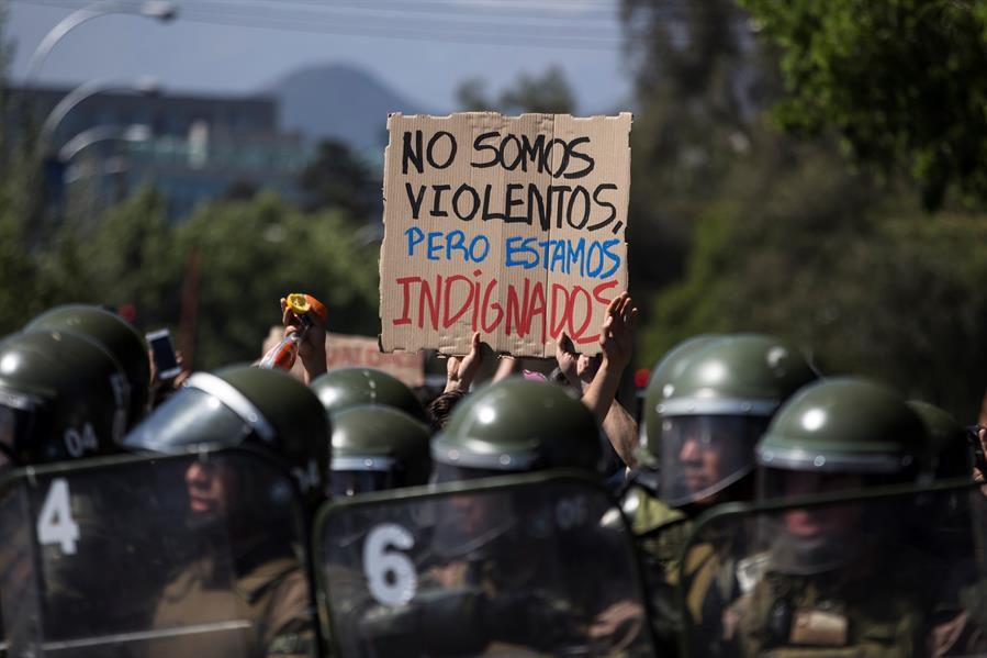 Tras una nueva protesta en Chile un manifestante murió electrocutado