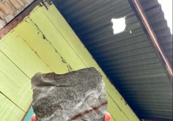 Hombre se vuelve millonario por meteorito que cayó en su casa