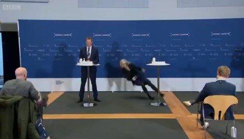 Directora de la agencia danesa del medicamento se desmayó en medio de conferencia