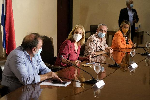 Intendencia de Montevideo y Adeom firmaron convenio colectivo para el período 2021 y 2025